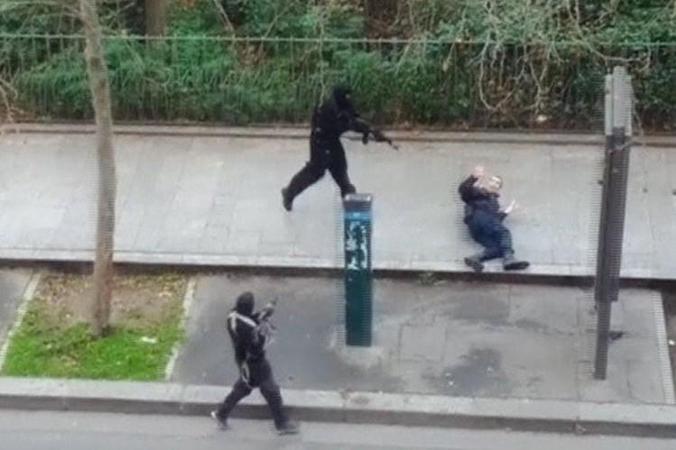 paris policeman 749 x 499
